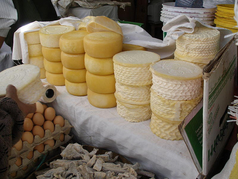 800px-Peruvian_cheese_open_air_market